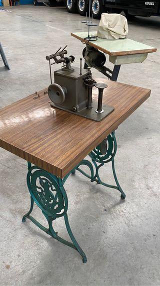 Máquina de coser Rimoldi con motor