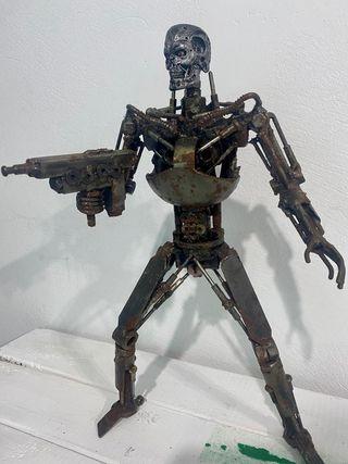 Terminaitor hierro piezas recicladas.