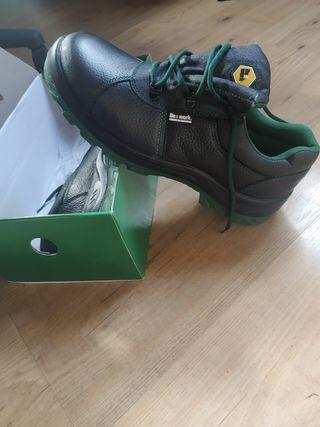zapato de trabajo talla 45 be work nuevas