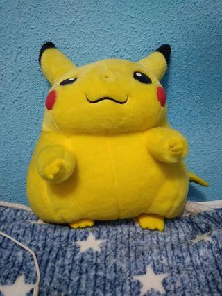 Peluche grande pikachu