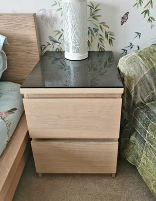 King size bed, 2 Chest of drawers + Bedside Tables