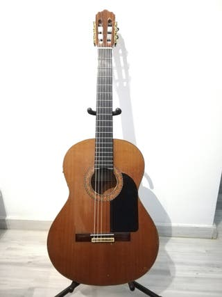 Guitarra Alhambra 4P Amplificada.
