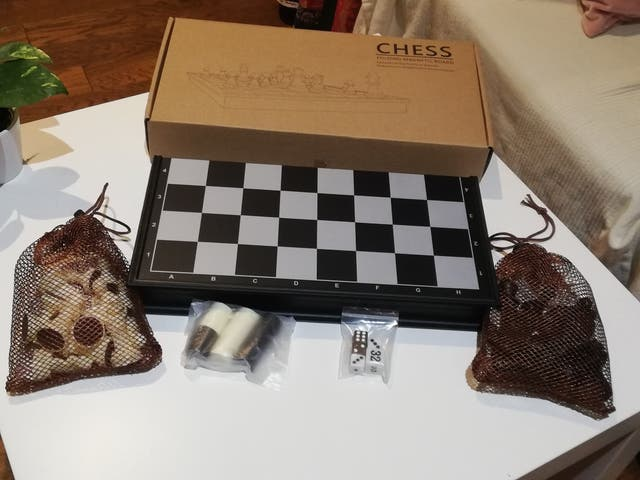 Chess magnetic board