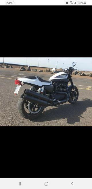 Moto Harley Davidson XR1200X.