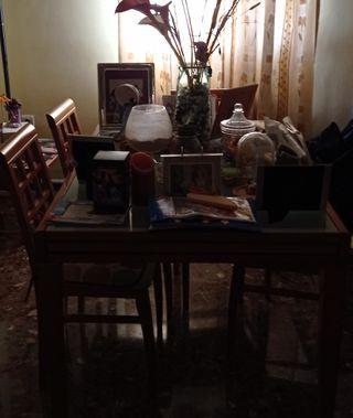 Mesa extensible de madera y cristal