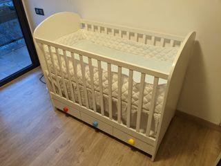 Cuna Ikea de madera color blanco con colchón