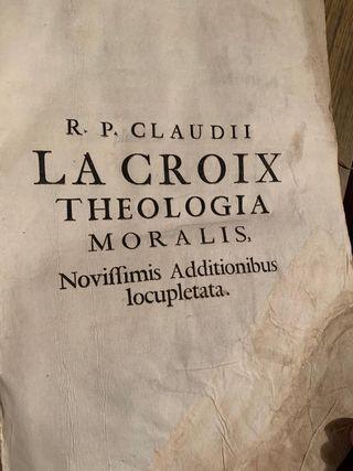 Libro muy antiguo de latin