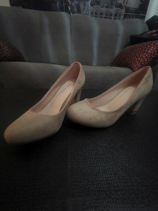 Zapatos tacon color beige