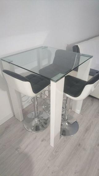 mesa alta y sillas / taburetes