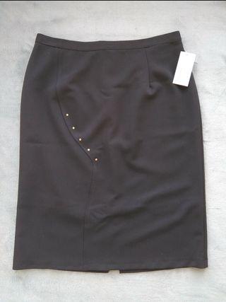 Falda negra señora