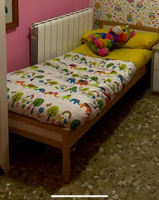Cama y colchón infantil