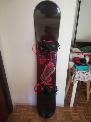 Tabla de snowboard Nitro con fijaciones