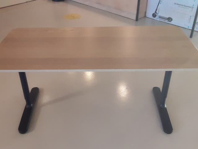 Mesa escritorio elevable manual Ikea BEKANT