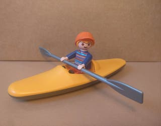 Playmobil niño con kayak