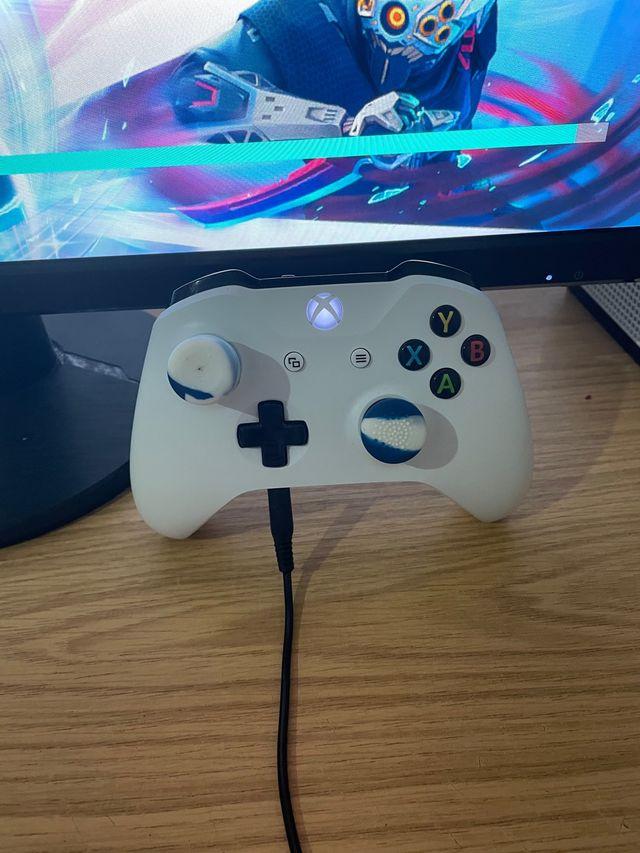 "Xbox one s 1TB + Monitor 27"""