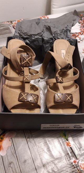 zapatos sin estrenar verano tacón beige