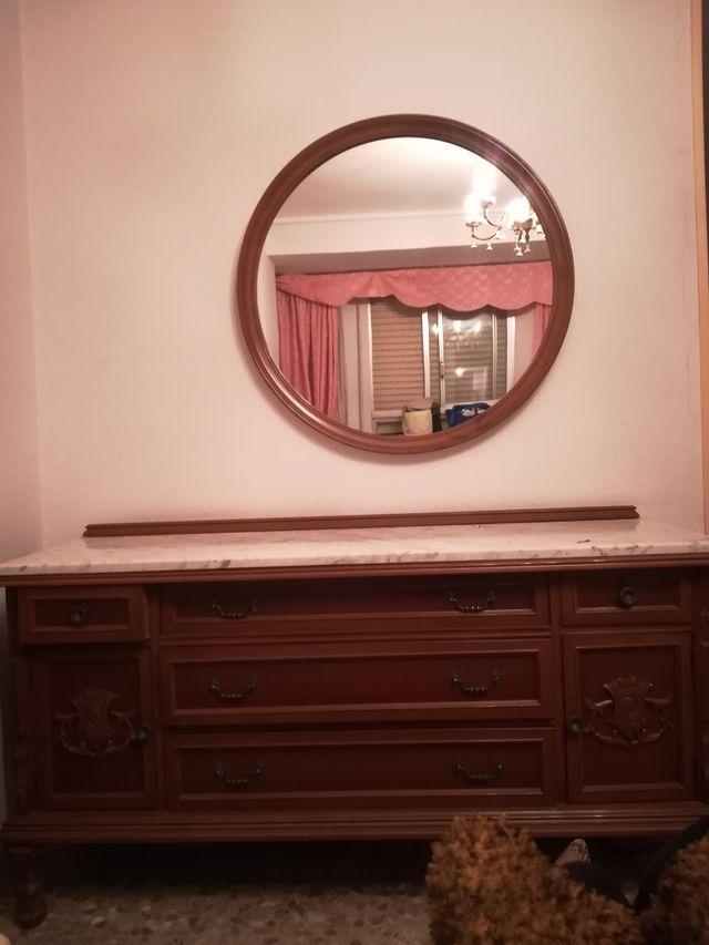 cómoda antigua con espejo.. en buen estado