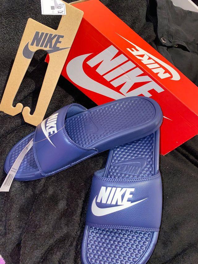 Chanclas Nike.