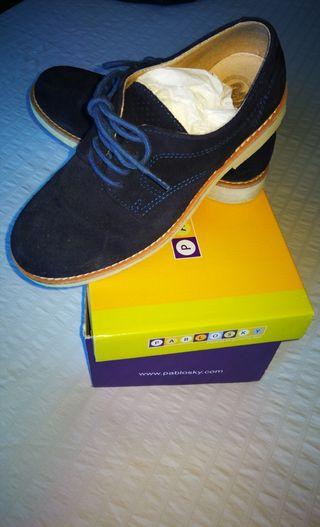 Zapatos niño. Talla 35.