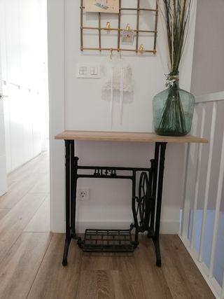 Mesa antigua de maquina de coser ALFA