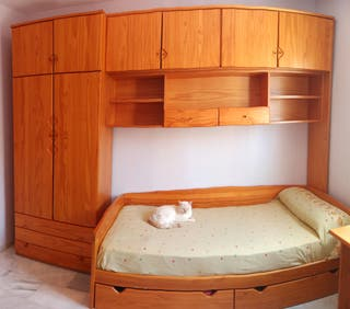 Dormitorio de madera provenzal