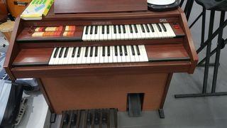 Como nuevo Organo eléctrico doble teclado en perf