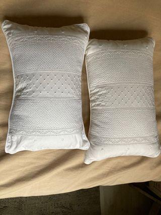 Cojines blancos con relleno Zara Home