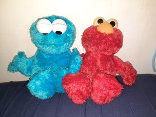Peluches Elmo y monstruo de las galletas
