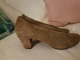 Zapatos finos de cuero color topo