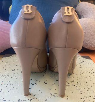 Zapatos Galliano de piel beige casi nuevos