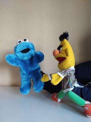 Epi y Monstruo de las galletas. marionetas.