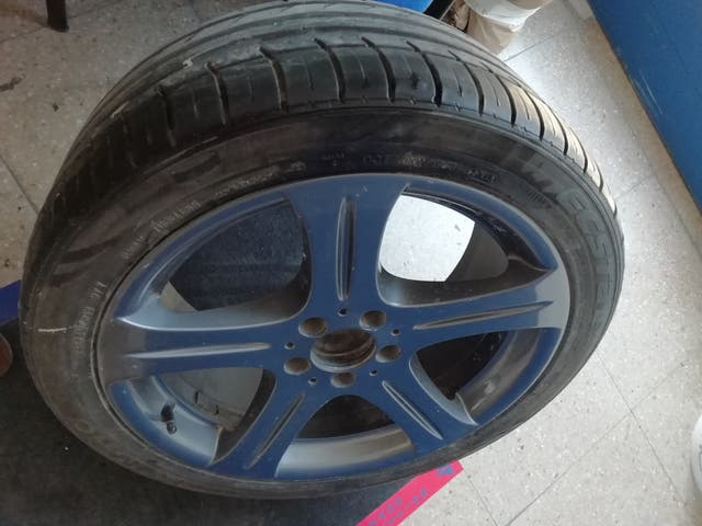 1 Llanta con Neumático MERCEDES CLS