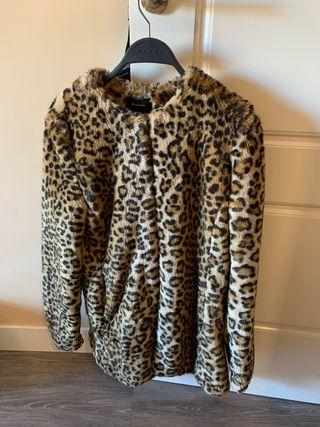 Abrigo de pelo leopardo