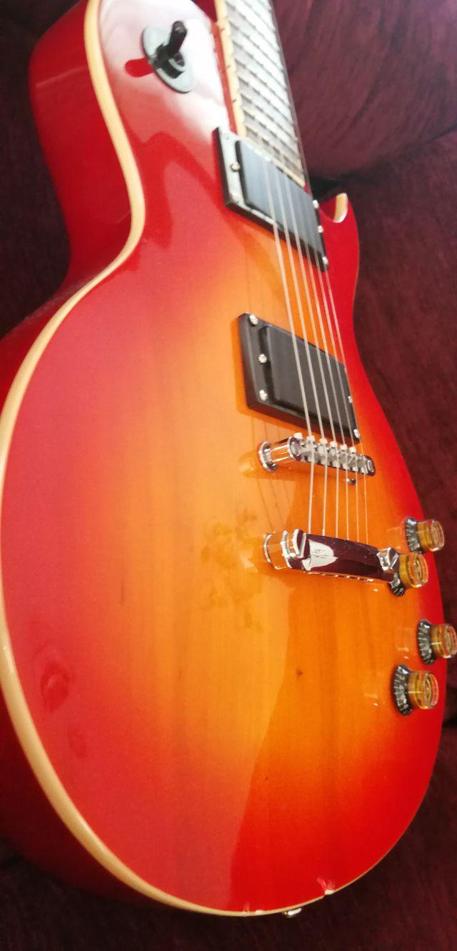 Guitarra eléctrica tipo Les Paul