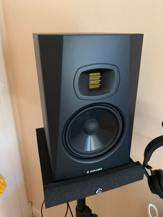 Monitores Adam Audio T7V
