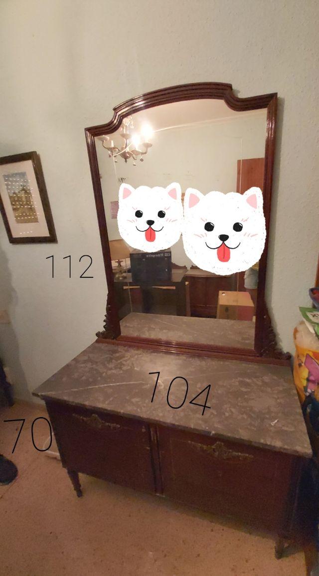 Cómoda y espejo