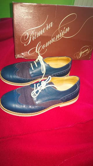 Zapatos de niño talla 35.