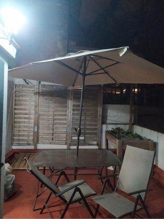 Conjunto mesa terraza sillas y parasol