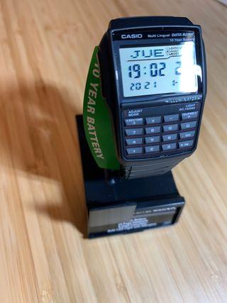 Reloj calculadora Casio Data Bank negro.