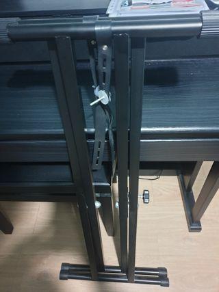 Órgano eléctrico de 49 teclas + pie regulable