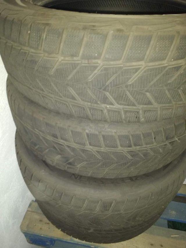 Neumáticos de invierno para coche.