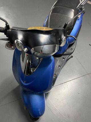 Vendo moto marca cooltra 125 año 2011