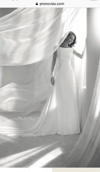 Vestido de novia en crepe
