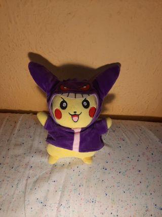 Peluche Pikachu con capa de Gengar!