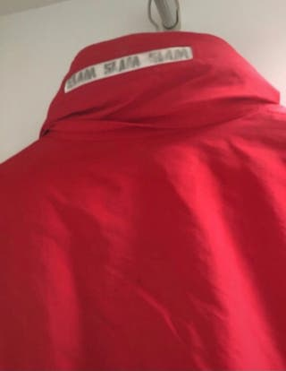 Cazadora roja de slam