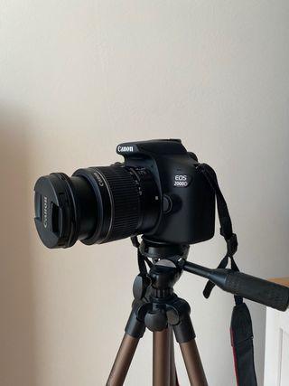 Camara reflex CANON EOS 2000D