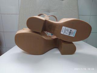 Zapatos Nuevos T39 tacón ancho sandalias beige