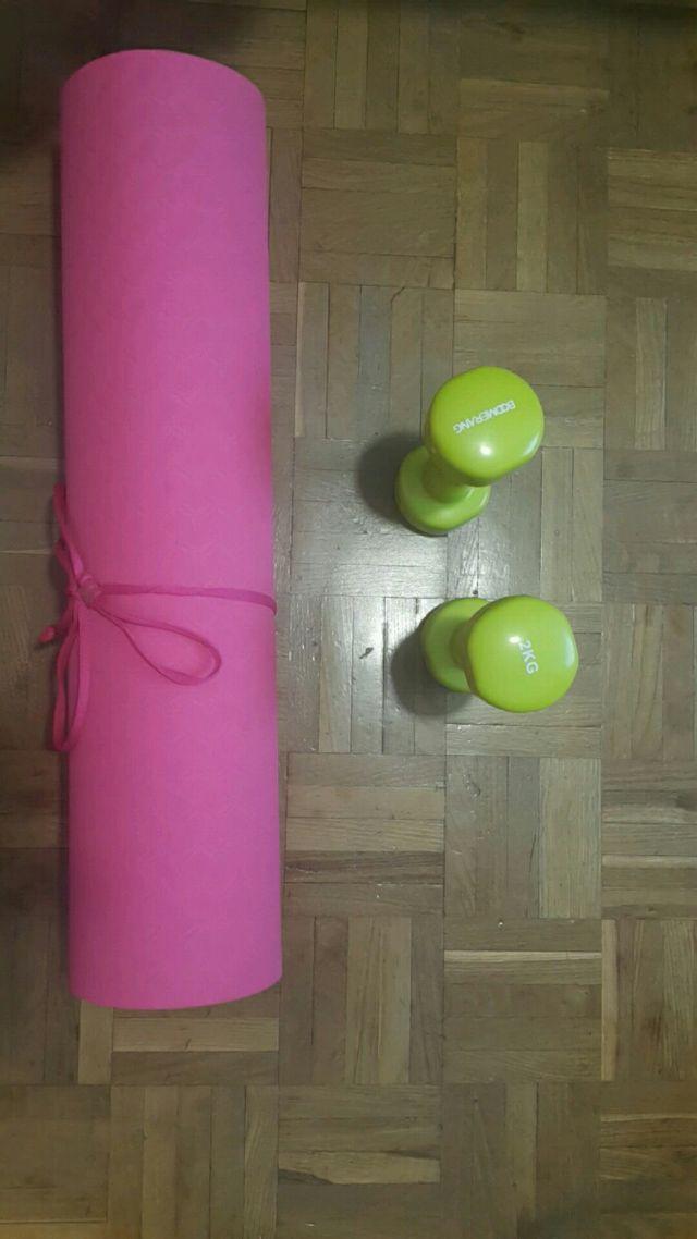 Esterilla de yoga y 2 mancuernas de 2kg
