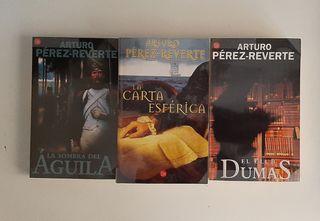 Lote de tres novelas de Pérez Reverte