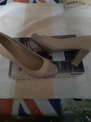 Zapatos de señora en piel color beige, talla 38
